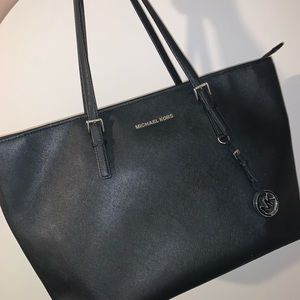 MICHAEL KORS BLACK TOTE Saffiano Leather